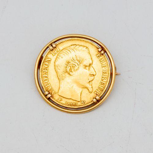 Broche en or jaune ornée d'une pièce de 20 francs or Napoléon III  Poids : 8,1 g…