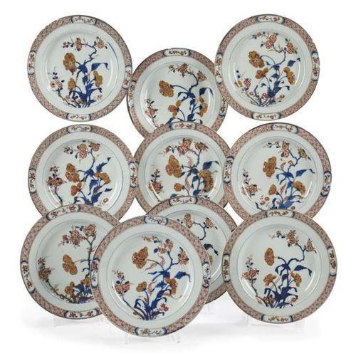 Chine Suite de dix assiettes en porcelaine à décor bleu, rouge et or dit Imari d…
