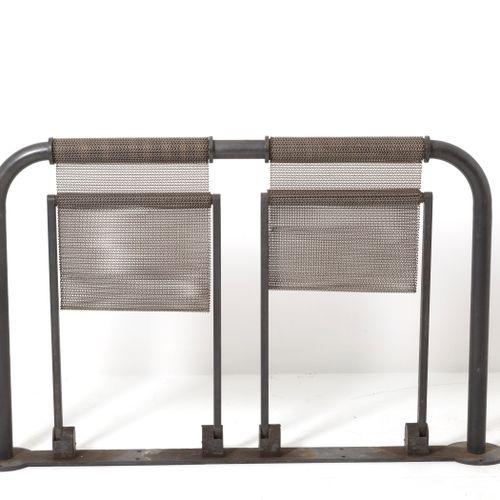 PASINI. 2 seater iron and metal bench. TECNO. 80s PASINI pour TECNO. Banc avec d…