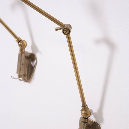 Two brass sconces. STILNOVO. 1950s Paire d'appliques orientables en laiton et al…