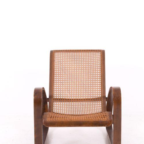 Decò chair in wood and Viennese straw. 1950s 胡桃木和维也纳草编的装饰椅。意大利制造。1950s.磨损的迹象。措施。…