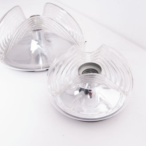 Two glass ceiling lights. Italy. 1970s Deux lampes de plafond en verre transpare…