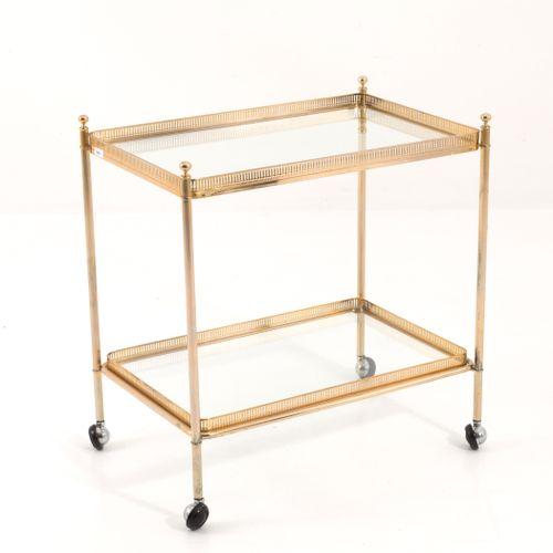 Brass cart in brass and glass. Italy. 1950s 鎏金黄铜手推车,玻璃顶。意大利制造。1950s.措施。长41厘米,高65…