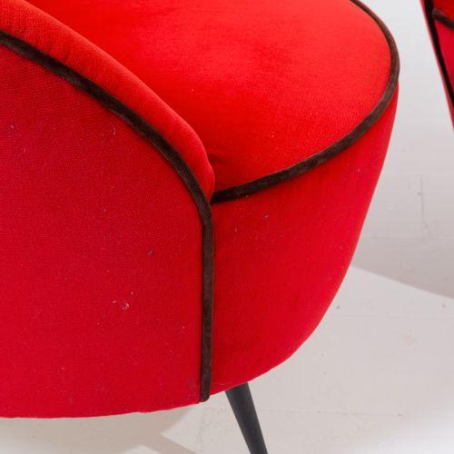 FEDERICO MUNARI. Two red velvet armchairs. 1950s FEDERICO MUNARI. Deux fauteuils…