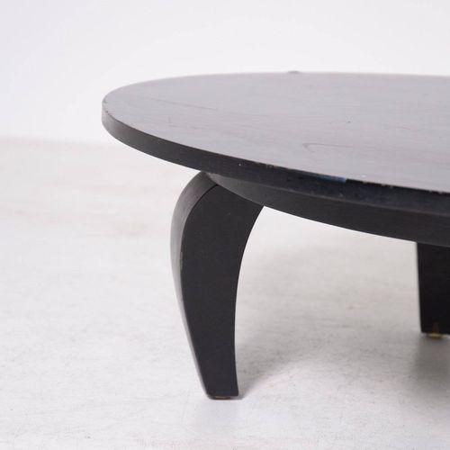 Table in black wood. USA. 1950s Table ovale en bois ébonisé. Fabrication américa…