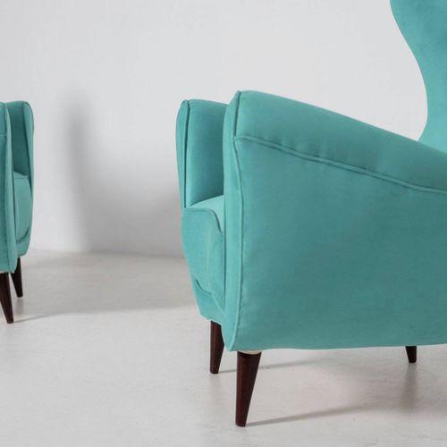 Two wooden and velvet armchairs. Italy. 1950s Paire de fauteuils en bois et velo…