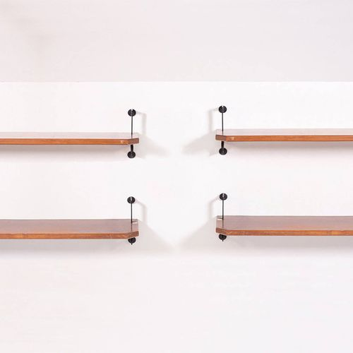BBPR (Attr). Modular wall bookcase. 1950s BBPR(Attr.)。壁挂式书柜,有四个木质和黑漆铁质的模块。意大利制造。…