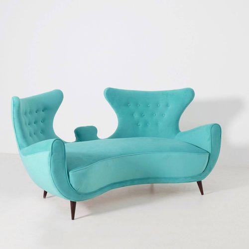 Wooden and velvet sofa. Italy. 1950s 优雅的木质和浅蓝色天鹅绒沙发。意大利制造。1950s.内衬。措施。长165厘米,高90…