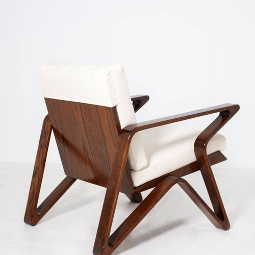 Italian pair of armchairs in walnut and cotton Paire de fauteuils de forme futur…
