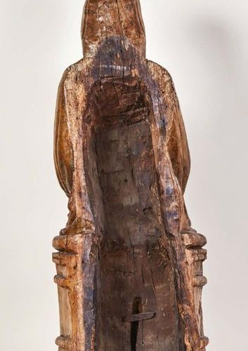 Virgin and Child in carved wood, carved back. Seated on a throne bench, with a r…