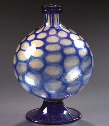 FERRO TOSO & C. S.A.I.A.R. Vaso in vetro bianco trasparente con decori di cerchi…