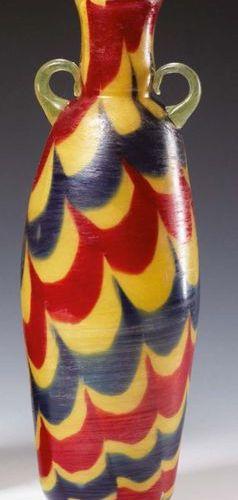 SALVIATI (ATTRIBUITO A) Vaso in vetro con decoro alla fenicia nei colori blu e r…