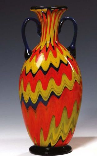 SALVIATI Vaso in forma d'anfora in vetro arancione, blu e verde con decoro alla …