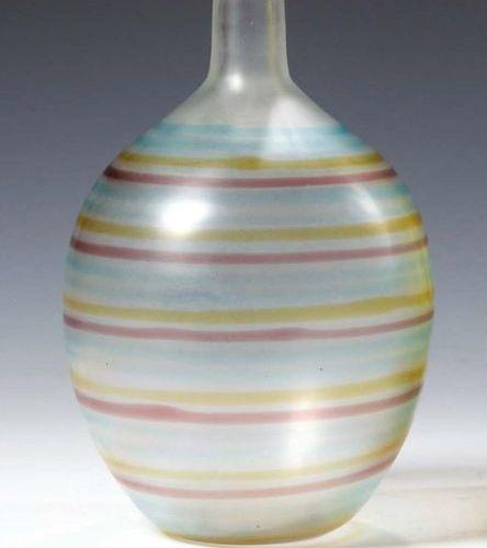 CARLO SCARPA (1906 1978) & VENINI Vaso ovoidale in vetro bianco satinato con mot…