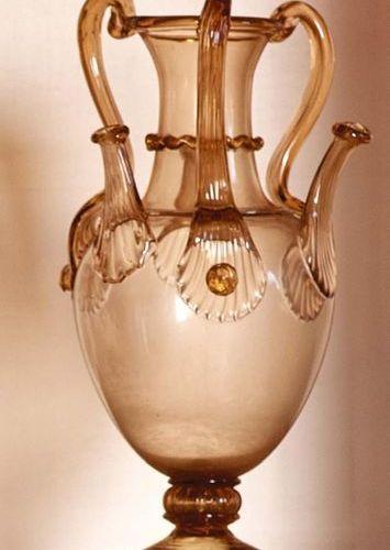 PAULY/CVM Vasetto in vetro soffiato di color ambra trasparente a tre anse e becc…
