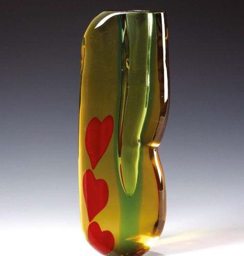ARTIGIANO MURANESE Vaso dal corpo modellato a caldo in cristallo ambra con decor…