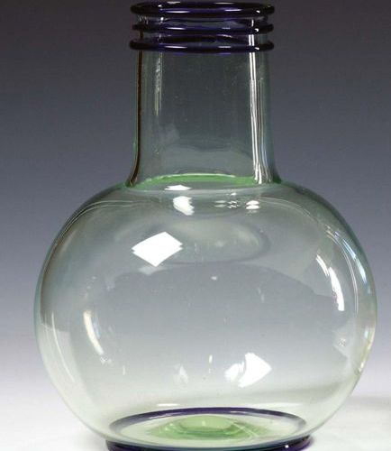 PAULY/CVM Vaso sferico a collo cilindrico in vetro soffiato. Decoro a tre cerchi…
