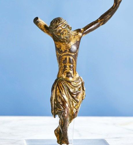 CHRIST in gilt bronze, solid cast iron. Head bent on the right shoulder encircle…