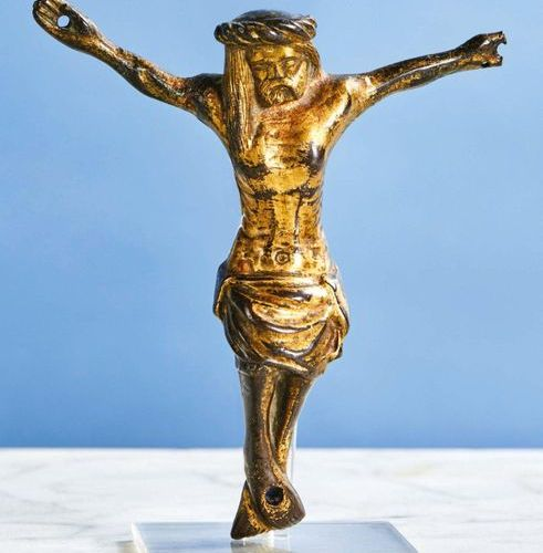 CHRIST in gilt bronze, hollow cast iron. Head girdled with a twisted crown, eyes…