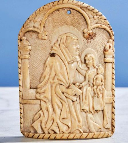 Kiss of Peace of curved shape in carved ivory representing Saint Anne Trinitaire…