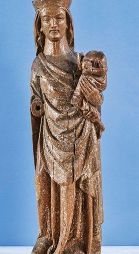Virgin and Child in carved oak with traces of polychromy. Standing, head crowned…