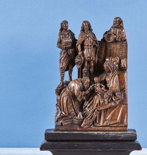 L'Adoration des Mages en chêne sculpté, partie de retable. Au premier plan sur l…