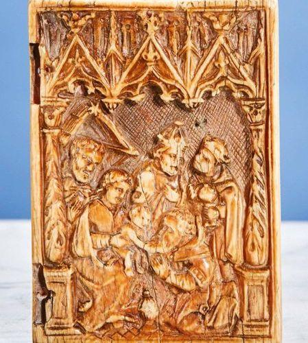Volet droit de diptyque en ivoire sculpté représentant l'Adoration des Mages sur…