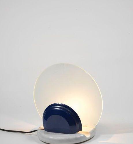 Bruno GECCHELIN (né en 1939) Lampe modèle « Gong » Marbre, verre et métal laqué…
