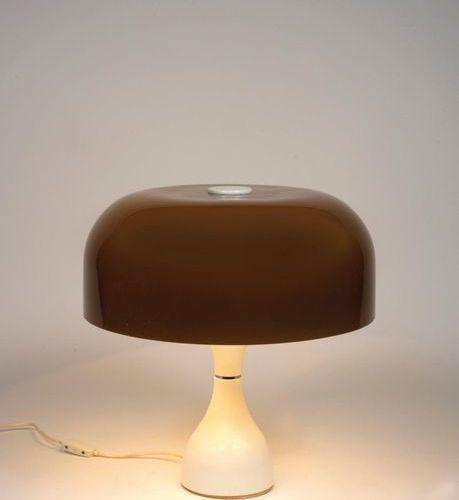 TRAVAIL ITALIEN (XXe siècle) An Italian work lamp in Brown Plexiglas, chromed an…