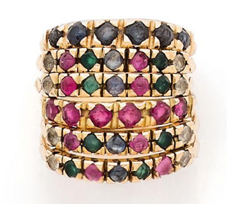 BAGUE en or jaune 18K (750) composée de six anneaux sertis de rubis, saphirs et …