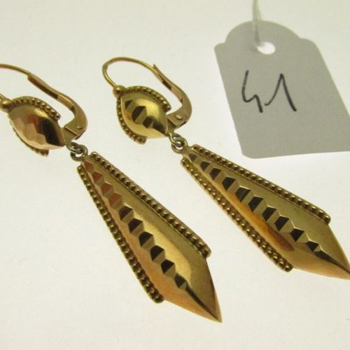 1 pair of gold beaded and faceted earrings, hunchbacked 3,1g