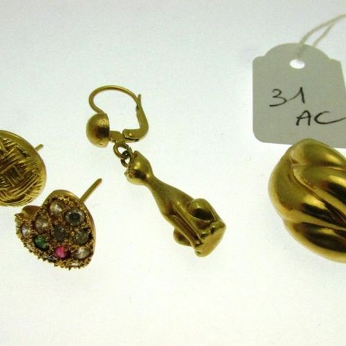 4 earrings, gold setting, one set with stones, without clasps, hunchbacked PB 6,…