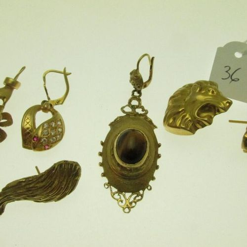 6 mismatched earrings, gold settings, some set with stones (including a tiger's …