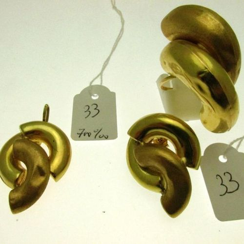 1 gold pendant 700°/°°° (shell punch) with embossed, polished and amati, humpbac…