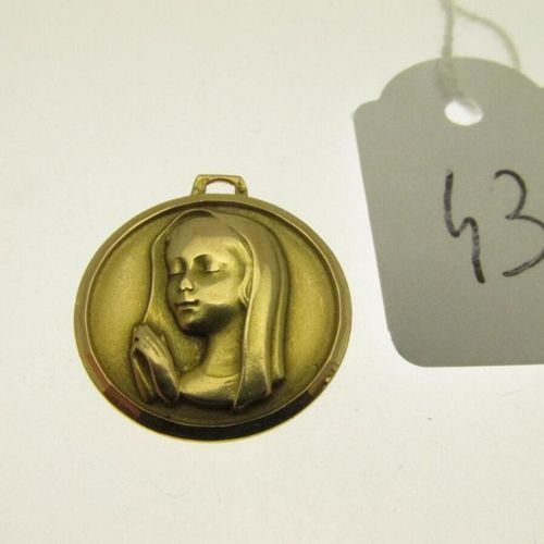 1 gold medal showing the Virgin (missing belly), engraved on the back, humpbacke…