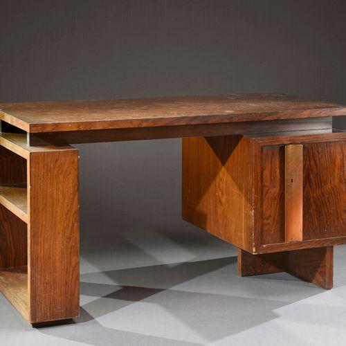 André SORNAY (1902 2000)  Bureau plat en palissandre, 1934, à plateau rectangula…