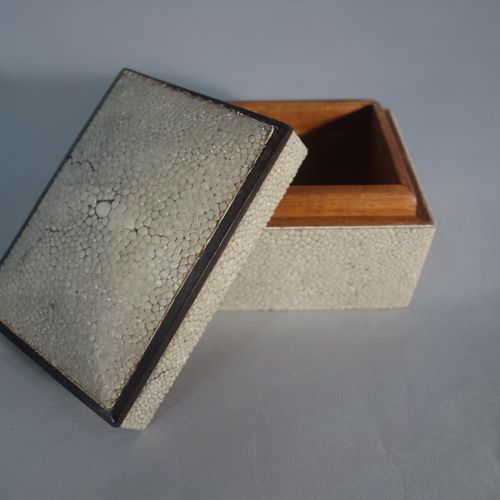 FRENCH WORK 1930  Box with a quadrangular body entirely sheathed in shagreen wit…