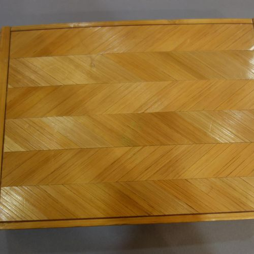TOBACCO COMPANY  Box with quadrangular body in straw marquetry and herringbone d…