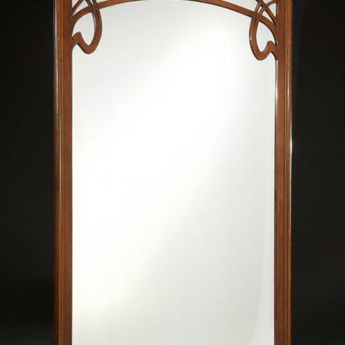 TRAVAIL ART NOUVEAU  Miroir mural en bois vernissé à vue rectangulaire dans un e…