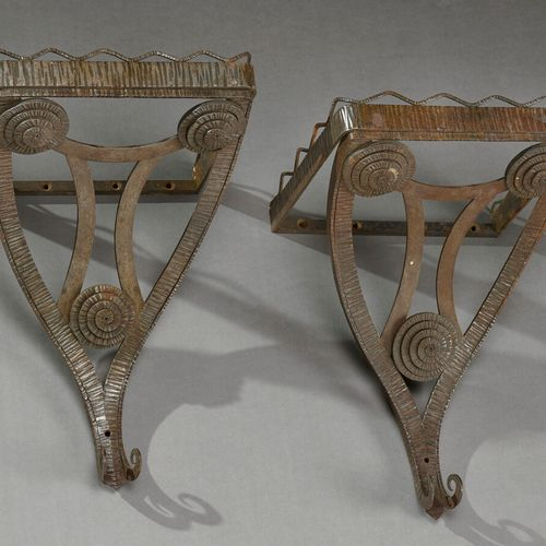 Charles PIGUET (attributed to)  Pair of small wrought iron brackets with grooved…
