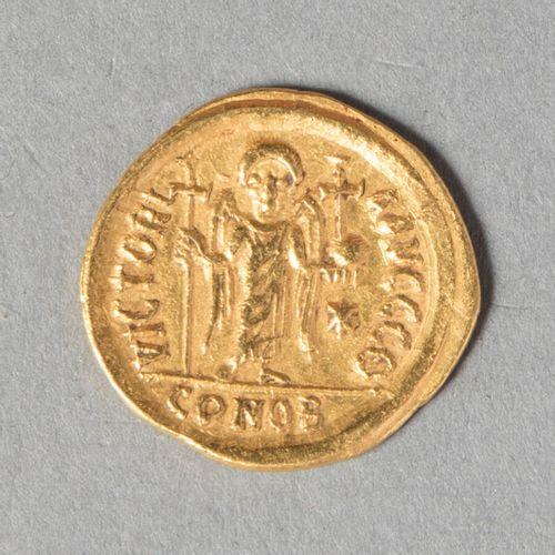 JUSTINIEN I ER (527 563)  SOLIDUS frappé à CONSTANTINOPLE  4 gr 45  DO 9 i ,sear…