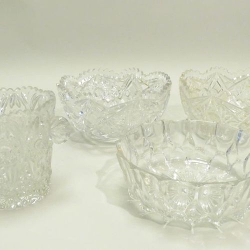 Set of four pieces of crystal, including : 3 cups, one pair of which. 11.5 x 22 …