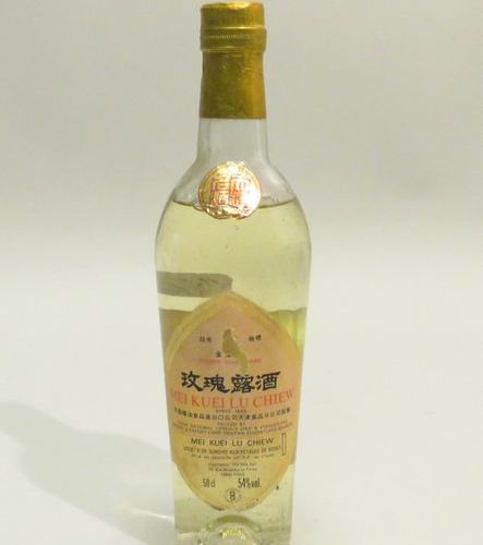 MEI KUEI LU CHIEW. Sorghum Liqueur with rose petals. 1 Bottle of 50 cl.