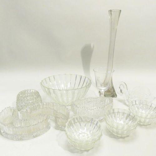 Important lot de quatorze pièces en verre (vase, coupes, coupelles…). Xxème sièc…
