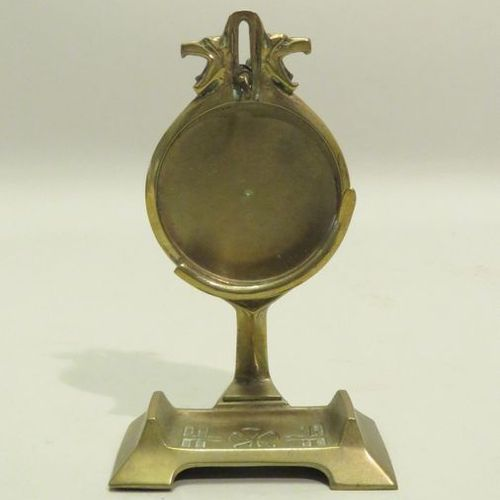 Gusset watch holder/display in gilt bronze. Xxth century. 15,5 x 9,5 cm.