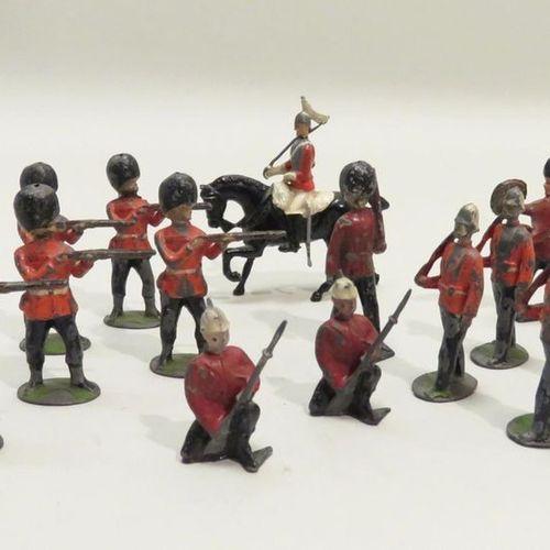 Set of fourteen British soldiers in painted aluminium. British made. A few lacks…