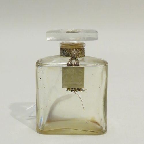 D'ORSAY « Belle de Jour »  Flacon en verre de forme carrée, épaulements arrondis…