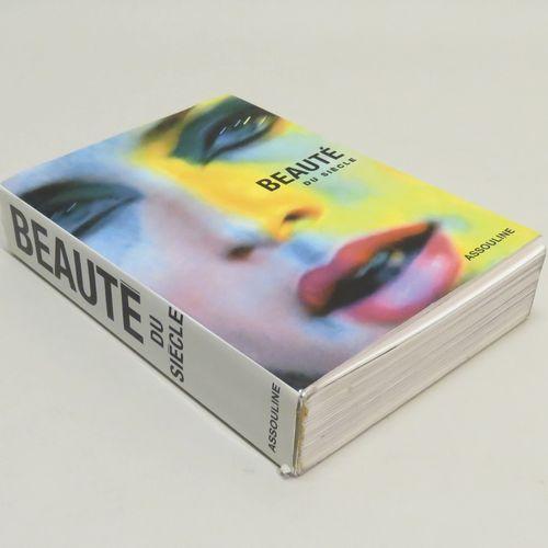 Livre « La Beauté du Siècle » Collectif  Ouvrage de plus de 400 pages, plus de 3…