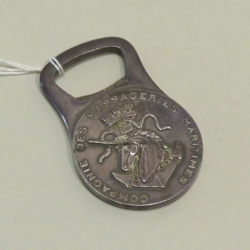 """Décapsuleur en métal argenté """"Compagnie des Messageries Maritimes. Diam : 8 cm."""