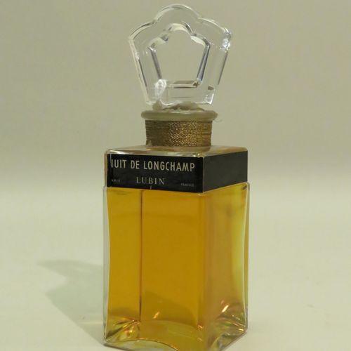 LUBIN « Nuit de Longchamp »  Flacon en verre, de forme carrée, titré en bandeau …
